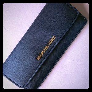 Michael Kors wallet- excellent condition